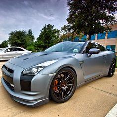Matte grey Nissan GT-R. Serious carporn.