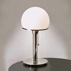 Original Wagenfeld bordlampe. Bestilles enkelt og trygt hos Lampegiganten.no