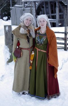 Traditional Norse Womens Apparel in Viking Age. Linen shift, worn under wool hangerock with brooch.