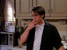 friends chandler smoking - Buscar con Google