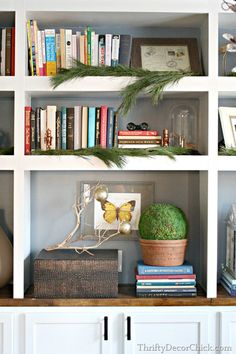 [Christmas] Natural Evergreen Branches on the Built-In Bookshelves via @thriftydecor #holidaydecor #christmas #homedecor