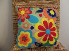 Items similar to Burlap Flowers - Felt Appliqued Pillow on Etsy Applique Pillows, Sewing Pillows, Felt Applique, Diy Pillows, Throw Pillows, Felt Crafts, Fabric Crafts, Sewing Crafts, Sewing Projects