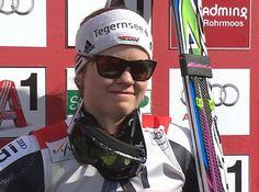 Viktoria Rebensburg führt beim Riesenslalom in Schladming und hat Disziplinenkugel so gut wie sicher / www.Skiweltcup.TV / Die Vorentscheidung im Kampf um die Riesenslalom Weltcupkugel ist beim Weltcupfinale in Schladming, bereits nach dem 1. Durchgang gefallen. Auch wenn Viktoria Rebensburg im Finaldurchgang ausscheiden würde, wird Lindsey Vonn, die einen Rückstand von 2.68 Sekunden auffasste, nicht mehr um den Sieg mitfahren. Nach dem 1. Durchgang führt Rebensburg vor Fenninger und…