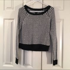 Black & white sweater This black & white sweater from Wet Seal is so comfortable! It is a size S & is 100% acrylic. There are no pulls. It has only been worn twice so it is still in excellent condition! Bundle 2 or more items for 15% off!! Wet Seal Sweaters Crew & Scoop Necks