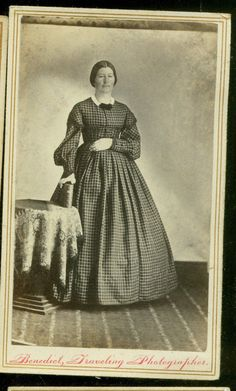 Interesting Use of Lighting Traveling Photographer Well DONE Old Images, Old Pictures, Historical Clothing, Female Clothing, Fashion Face, Women's Fashion, 19th Century Fashion, Civil War Photos, Black N White