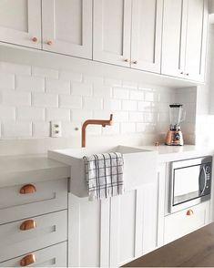 Decor, Home Decor Kitchen, Home Hacks, Kitchen Cabinets, Kitchen Decor, Beautiful Homes, Home Decor, Kitchen, Cozy Place