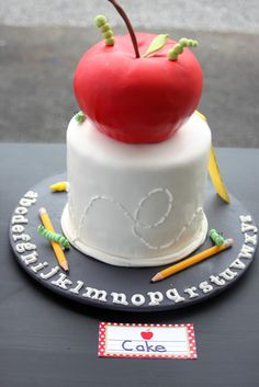 How incredible is this back to school cake?! #cake #backtoschool #apple