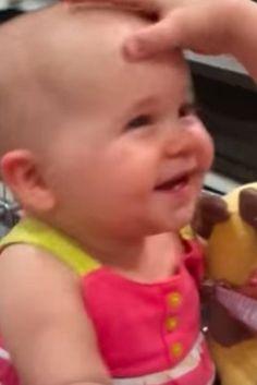 """La risa """"maléfica"""" y contagiosa de este bebé se ha vuelto viral (VÍDEO)"""