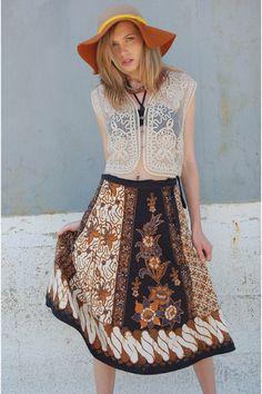 Discover this look wearing Batik Lotus Vintage Skirts - Vintage Ethnic BATIK WRAP Skirt by LotusVintage Batik Fashion, Blackpink Fashion, Couture Fashion, Runway Fashion, Fashion Outfits, Batik Kebaya, Batik Dress, Boho Outfits, Skirt Outfits