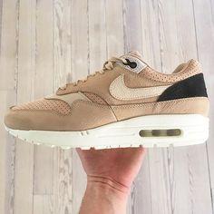 Ruggit bra grejer från Nikes Pinnacle linje har kommit in i veckan. Vad sägs om dessa naturfärgade Air Max 1:or ? Finns just nu på www.footish.se #nikelab #nikelabairmax1 #nikelabairmax #footish #sneakers #sneaker #uppsala #vår #nikepinnacle #airmax #airmax1