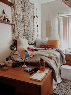 VSCO ky-p- A mix of mid-century modern bohemian and industrial interior style. Home and apartment decor decoration ideas home design bedroom l College Bedroom Decor, Boho Dorm Room, Cute Dorm Rooms, College Dorm Rooms, Diy Dorm Room, College Dorm Bathroom, Best Dorm Rooms, Dorm Room Shelves, Dorm Room Setup