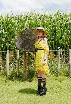 The wardrobe of Ms. B: Corn field & high heels