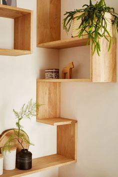 Corner Shelf Design, Diy Corner Shelf, Wall Shelves Design, Corner Shelves Living Room, Corner Wall Shelves, Bookshelf Design, Room Shelves, Wooden Shelves, Floating Shelves