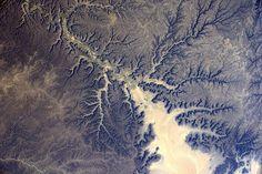https://flic.kr/p/PVrXca   Shapes   More incredible shapes that nature draws, far from the maddening crowds  D'autres formes incroyables tracées par la nature,  très loin de l'agitation des villes. Je ne m'en lasse pas!  Credits: ESA/NASA  139D0661