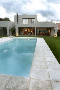 Tandil. Moderna, fluida y dinámica, la casa creada por el arquitecto Gerardo Milani, fue concebida teniendo como meta principal el disfrute de sus habitantes.