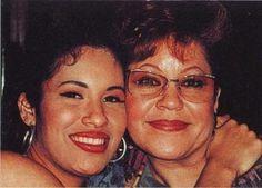 Selena & her mother..... selena's lips <3
