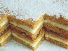 Prajitura cu foi de miere Romanian Desserts, Romanian Food, Sweets Recipes, Cake Recipes, Cooking Recipes, Honey Dessert, Croatian Recipes, Sweets Cake, Little Cakes