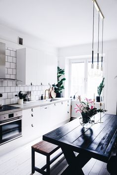 home, decor and interior image on We Heart It Kitchen Interior, Kitchen Decor, Kitchen Design, House Of Gold, Interior Decorating, Interior Design, Interior Inspiration, Home Kitchens, Living Spaces
