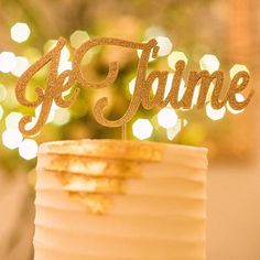 Je T'aime – phrase : I love you   Also, a shimmering topper to a gorgeous and delicious wedding cake by @gabriels_restaurantandbakery for Caroline and Ryan's reception at @the_wimbish_house. 📷 : @leahandmark #weddingprofs #weddingplanning #planning #weddingplanner #planner #weddingcake #cake #caketopper  The Wimbish House Weddings-Atlanta Wedding Planner- Laura Burchfield Events
