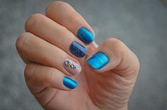 Ai que unha mais linda, azul é tudo de bom mesmo. Tem mais fotos lá no blog, fica a dica hein! http://maosdeprincesa.blogspot.com.br/
