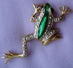 Vintage GREEN Enamel FROG Brooch