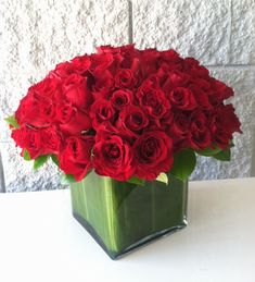 Send Modern 100 Roses in an Square Glass Vase in Miami Beach, FL from Miami Beach Flowers®, the best florist in Miami Beach. All flowers are hand delivered and same day delivery may be available. Fresh Flowers Online, Cheap Flowers, Unique Flowers, All Flowers, Amazing Flowers, Flower Arrangement Designs, Unique Flower Arrangements, 100 Red Roses, Ecuadorian Roses