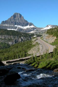 Going to the sun Road in Glacier National Park - Montana