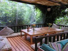 """Isla Verde, un """"eco-chic"""" hotel en Guatemala. IslaVerde está situado en lo que probablemente es el rincón más recogido y tranquilo del lago Atitlán; sin carreteras ni muelles públicos para disfrutar de la paz que este lago y los jardines ofrecen."""