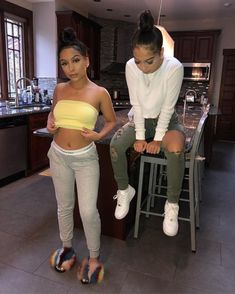 46 Sophisticated Siangie Twins Outfits Ideas For You And Your Twin Twin Outfits, Dope Outfits, Casual Outfits, Fashion Outfits, Lazy Outfits, Tomboy Outfits, Matching Outfits Best Friend, Friend Outfits, Siangie Twins