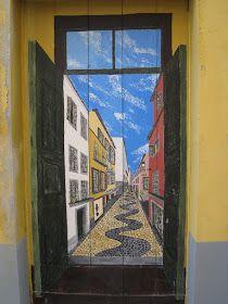 A conhecida zona velha da cidade do Funchal está de cara lavada e bonita para passear, e apreciar as obras dos vários artistas que por lá p...