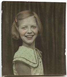 ** Vintage Photo Booth Picture ** Hand tinted - adorable happy-go-lucky girl. Vintage Pictures, Old Pictures, Vintage Images, Old Photos, Portraits Victoriens, Vintage Photo Booths, Photos Booth, Lucky Girl, Mug Shots