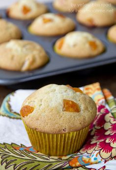 These apricot yogurt muffins are so soft and delicious, with great apricot flavor. The perfect breakfast or snack that the whole family will love! Yogurt Muffins, Healthy Muffins, Healthy Desserts, Delicious Desserts, Dessert Recipes, Yummy Food, Breakfast Recipes, Breakfast Muffins, Health Breakfast