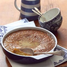 Eat the lovely South African dessert called Malva Pudding. South African Desserts, South African Recipes, Delicious Desserts, Dessert Recipes, Yummy Food, Hot Desserts, Kos, Malva Pudding, Pudding Recipes
