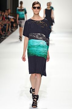 Celebrities who wear, use, or own Dries Van Noten Spring 2012 RTW Ocean Print Dress. Also discover the movies, TV shows, and events associated with Dries Van Noten Spring 2012 RTW Ocean Print Dress. High Fashion, Fashion Show, Fashion Design, Fashion Beauty, Signature, Weather Wear, Warm Weather, Fashion Fabric, Couture