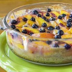 Peach and Blueberry Cobbler Köstliche Desserts, Healthy Desserts, Delicious Desserts, Yummy Food, Light Desserts, Healthy Recipes, Tasty, Ww Recipes, Sweets Recipes
