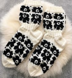 Marimekko, Knitting Socks, Diy And Crafts, Slippers, Outfits, Knits, Burberry, Gloves, Adidas