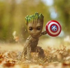 Groot funny art with Cap shield Baby Groot, Cute Disney Wallpaper, Cute Cartoon Wallpapers, Cute Disney Drawings, Cute Drawings, Baby Cartoon Drawing, Mode Poster, Captain America Wallpaper, Marvel Drawings