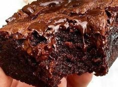 For see more of fitness life images visit us on our website ! Chocolate Fit, Banana Com Chocolate, Foods To Avoid, Foods To Eat, Cancer Causing Foods, Fitness Motivation, Fitness Life, Eat This, Candy Cakes