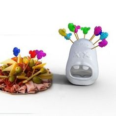 Picado, a head stung by bees - Toothpick Holder and dispenser - Porta palillos para picada de fiambres. Print the head and 20 bees in different colors Impression 3d, 3 D, The Cure, Color, Printed, Kitchen, Design, 3d Printer, Chopsticks