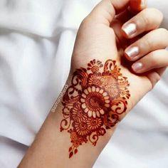 Circle Mehndi Designs, Pretty Henna Designs, Henna Designs Feet, Latest Henna Designs, Henna Tattoo Designs Simple, Back Hand Mehndi Designs, Mehndi Designs Book, Modern Mehndi Designs, Mehndi Designs For Girls