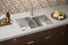 Stainless steel sinks may very well be the best option for homeowners. Here are several ways to cleaning kitchen stainless steel sinks. Ikea Kitchen Sink, Small Kitchen Redo, Corner Sink Kitchen, Best Kitchen Sinks, Steel Kitchen Sink, Kitchen Cabinetry, Cool Kitchens, Kitchen Cupboard Designs, Kitchen Sink Design