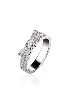 1932 ring in 18k white gold and diamonds :: Chanel fine jewellery