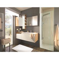 Stilvolles Badezimmer von SADENA in klassischem Weiß