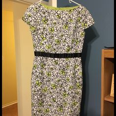 Talbot's dress Spring dress from Talbot's. Falls right at knee. Comfortable and flattering and in good condition. Talbots Dresses Midi
