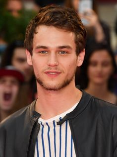 Brandon Flynn (1993) is an American actor, known for his role as Justin Foley in 13 Reasons Why, Home Movies, and BrainDead.