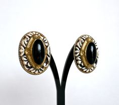 Oval Clip On Earrings Black White Earrings by BunnyFindsVintage