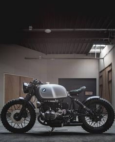 Classic Car Insurance – Information And Tips – Best Worst Car Insurance Cb 750 Cafe Racer, Cafe Racer Honda, Cafe Racer Build, Cafe Racer Bikes, Cafe Racers, Bike Bmw, Cafe Bike, Bmw Motorcycles, Chopper Motorcycle