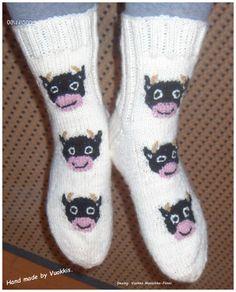 Ammuu...  Pienet lehmät mukana aikuisten sukissa.. Cows, Fashion, Moda, Fashion Styles, Fashion Illustrations