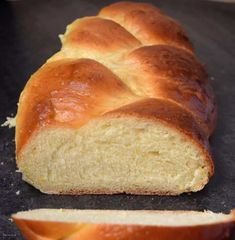 This Italian Easter Sweet Bread aka Pane di Pasqua is a simple, light yeast bread flavored with a hint of orange. Truly an authentic egg bread recipe! Easter Bread Recipe, Easter Recipes, Holiday Recipes, Easter Desserts, Italian Easter Bread, Sweet Italian Bread Recipe, Italian Easter Cookies, Easter Pie, Easter Dinner