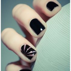 You seem to be a perfectionist who never fails to dress her nails with classy Black Nail Art Designs and Ideas. Don't miss to read these intelligent tips Get Nails, Love Nails, How To Do Nails, Pretty Nails, Hair And Nails, Accent Nails, Ongles Beiges, Nailed It, Uñas Fashion